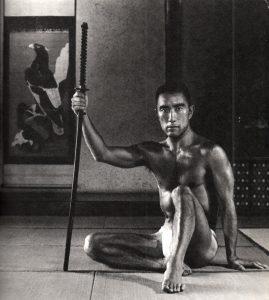 Básník, dramatik a spisovatel Jukio Mišima vyznával kult těla a umění Kendó.