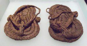 V muzeu v Madridu jsou k vidění i tyhle sandály z konce 6. tisíciletí př. n. l.