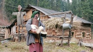Agafja Lykovová se narodí v roce 1945 a od té doby zná jenom ruskou divočinu.