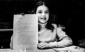 Desetiletá Samanta musela odpověď na svůj dopis zaurgovat, ale nakonec jí odepsal sám Andropov a pozval ji do SSSR.