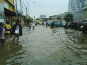 Proč se Jakarta potápí? Může za to nelegální odčerpávání podzemní vody.
