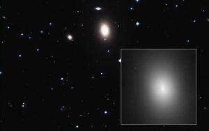200 milionů let vzdálená galaxie NGC 1600.