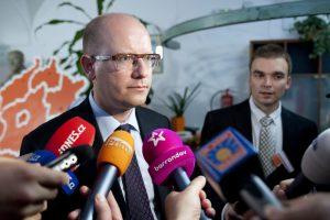 Premiér Sobotka se musí spokojit se 150 000 korunami.