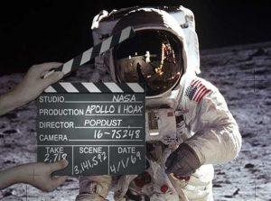 Jedna z nejpopulárnějších konspiračních teorií hovoří o tom, že lidé na Měsíci nikdy nepřistáli.