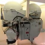 Fotoaparát byl umístěn v šachtě za pilotní kabinou. Používal roli filmu šíře 457 mm dlouhou téměř 2 kilometry.