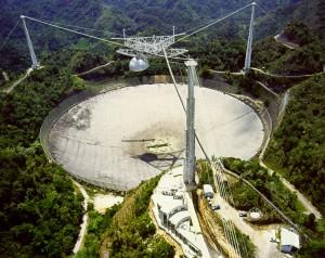 Radioteleskop v portorickém Arecibu bude možná už brzy hrát jen druhé housle.