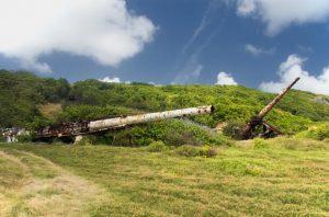Chátrající děla ke střelbě do nebes projektu HARP na Barbadosu.