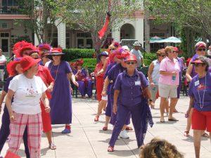 Senioři zde neustále pořádají různé akce, např. den červených klobouků