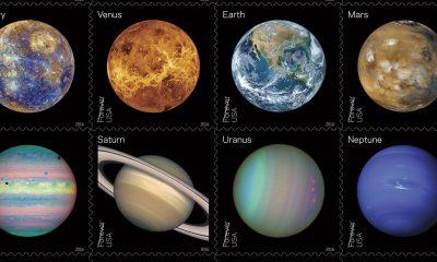 Americká pošta vydala arch známek, které ukazují planety sluneční soustavy v barvách reálných i v jiných spektrech.