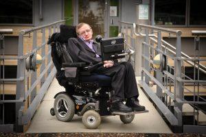 Jedním s autorů myšlenky mezihvězdného letu je slavný fyzik Stephen Hawking