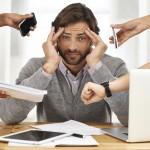 Jestliže člověk pracuje více než 55 hodin týdně, o celou třetinu se zvyšuje pravděpodobnost cévních onemocnění nebo infarktu.