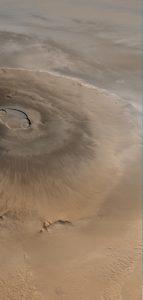 Pohled na Olympus Mons z paluby americké sondy Mars Global Surveyor