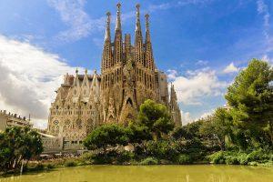 Stavba slavné Gaudího katedrály trvá už více než 30 let.