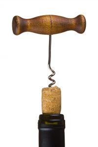 Každá 10. láhev vína s korkovou zátkou letí do koše. Protože korek, třebaže jde o prastarý způsob špuntování, nedokáže odolat plísním a kazí chuť vína.