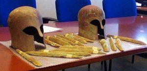 Nalezené helmy a předměty složené z látky Orichalcum