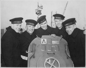 """Na počest bratrů Sullivanových byly pojmenovány dva americké torpédoborce """"The Sullivans""""."""