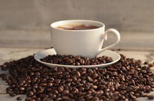 Průměrný Čech vypije ročně 3,5 kilogramu kávy, zatímco průměrný Fin až 12 kg.