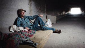 Většina obyvatel lasvegaského podzemí je závislá na alkoholu, drogách nebo hazardních hrách.