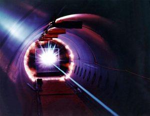 Obří jódový laserový systém PALS je jedním ze tří největších laserů v Evropě.