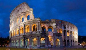Původně byl amfiteátr schopen pojmout až 80 000 diváků, přičemž místa byla přísně segregována podle tehdejší společenské hierarchie.