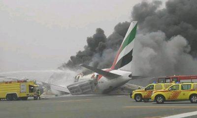 Boeing 777 zachvátily po nouzovém přistání plameny.