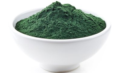 Spirulina v prášku se může přidávat do nejrůznějších potravin. V oblibě ji dnes mají hlavně sportovci a vegetariáni.