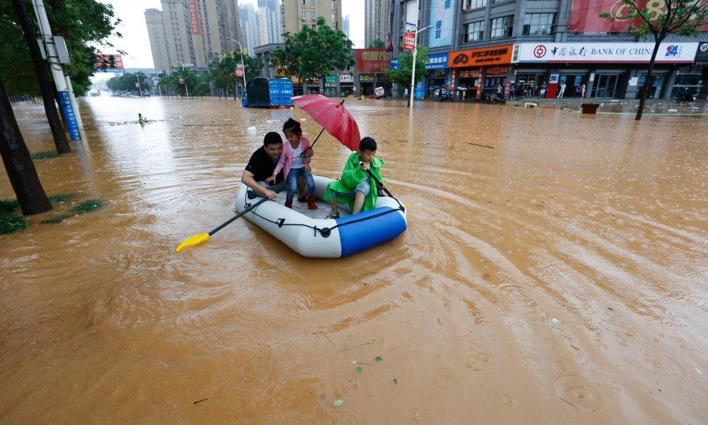 Záplavy z letošního 19. Června v Ťiou-tiangu, čínské městské prefektuře ležící na jižním břehu řeky Jang-c'-ťiang.