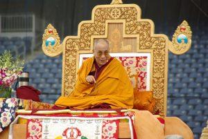 Současný duchovní vůdce Tibetu je 14. Reinkarnací. Na území ovládaném Čínou se znovuzrodit zásadně odmítá.