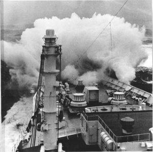 V roce 1966 vlna zabije tři osoby a rozmlátí výletní loď Michelangelo.