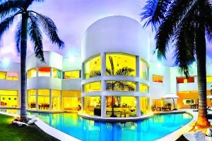 Mexická vila Aqua je designovým pohlazením.