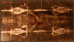 Relikvie, o níž se zejména v katolické církvi traduje, že je plátnem, do nějž krátce po ukřižování bylo zahaleno tělo Ježíše Krista.