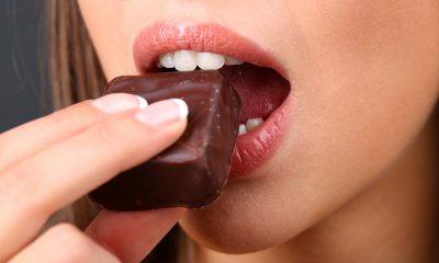 Už jak se čokoláda začne rozpouštět na jazyku, cítíme se blaze.