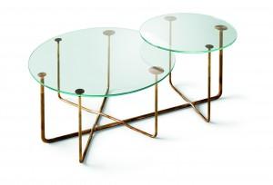 Odkládací stolek z tvrzeného 12mm skla od designéra Massima Castagni, pojmenovaný Spojení. 48 350 Kč, Gallotti & Radice