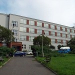 Budova gymnázia na Pražačce