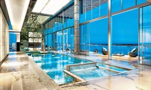 Exkluzivní vnitřní bazén bude součástí penthousu, navrženého designérem Carlosem Ottem pro luxusní komplex Echo Brickell v Miami, jehož výstavba by měla být dokončena v roce 2017. Apartmá velkorysé svými rozměry více než 950 m2 přijde na 42 milionů dolarů.