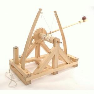 Slavný renesanční umělec Leonardo da Vinci navrhne tank, beranidlo i katapult