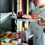Servis a jídlo se rovná fine dinning zkušenosti z luxusní restaurace.