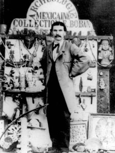 Starožitník Eugène Boban se proslavil kupčením s křišťálovými lebkami.