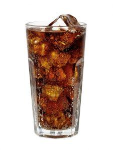 Kofein zdravého člověka nezabije, pokud ho nevypije 20 litrů kávy, nebo 70 litrů coly.