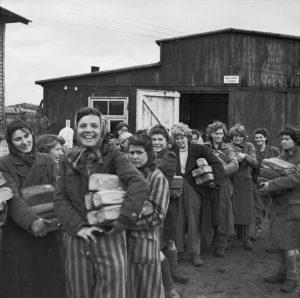 Všechny zachráněné převezla armáda na nedalekou německou základnu.