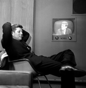 Kennedy je prvním prezidentem USA, kterému ve volební kampani významně pomohla televizní obrazovka.
