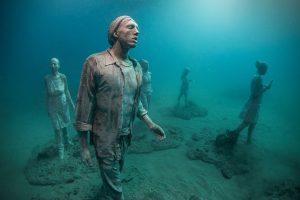 Stejné skulptury leží i na dně u mexického pobřeží.