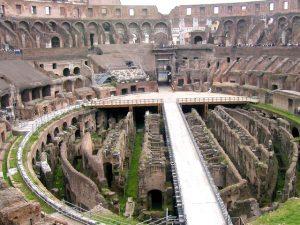 Pod arénou Kolosea se nacházely zvířecí klece a místnosti pro vězně.