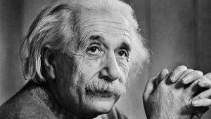 Existenci červích a černých děl předpověděl už Albert Einstein.