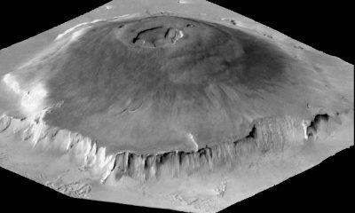 Její vrcholek tvoří nejméně 6 překrývajících se kalder (kráterů) a jejich částí, dokládajících bohatou geologickou historii vulkánu.