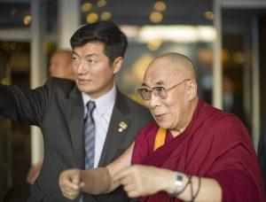 Dalajlama a prezident exilové vlády Lobsang Sangay čínské názory nesdílejí.
