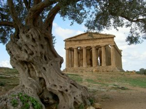 Antický řecký chrám v Agrigentu.