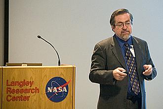 Za projektem stojí dlouholetý pracovník NASA John Mankins.