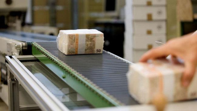 Tiskárna cenin Giesecke & Devrient během hodiny spotřebuje bavlnu na 4 000 džín.