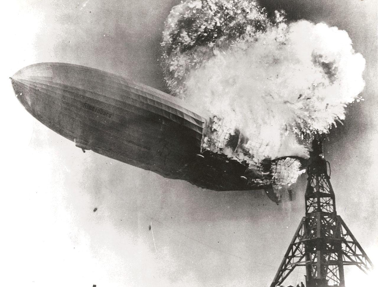 Symbolem hořlavosti vodíku se stala havárie vzducholodi Hindenburg v roce 1937.